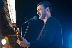Arsen Mirzoyan,乌克兰歌手,生活音乐会在Pobuzke,乌克兰, 15 07 2017年,侧视图社论照片 免版税库存照片
