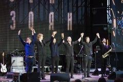Arsen Mirzoyan και η υπόκλιση ορχηστρών ροκ του μετά από τη συναυλία στην πηγή Roshen που ανοίγει, Vinnytsia, Ουκρανία, 29 04 201 Στοκ φωτογραφίες με δικαίωμα ελεύθερης χρήσης