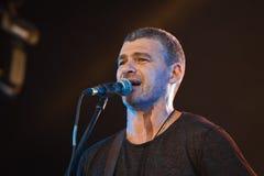 Arsen Mirzoyan, concert vivant dans Pobuzke, Ukraine, baisses de sueur sur le visage, portrait de plan rapproché, 15 072017, phot Photographie stock libre de droits
