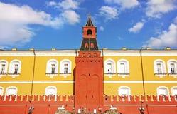 Arsenaaltoren van de zomermening van het Kremlin, Moskou, Rusland royalty-vrije stock foto's