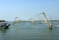 Arsenal de tipo del chino de las redes de pesca Fotos de archivo