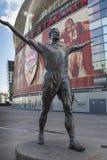 ArsenalEmirates StadiumTony Adams staty Royaltyfri Bild