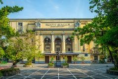 Arsenio H Lacson monument och Manila stadshus arkivbilder