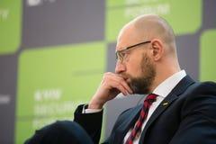 Arseniy Yatsenyuk durante o 10o fórum de segurança de Kyiv Imagem de Stock