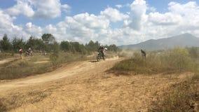 Arsenyev, Rosja - august 30, 2014: Jeździec na motocyklu, motocross mistrzostwo zbiory wideo
