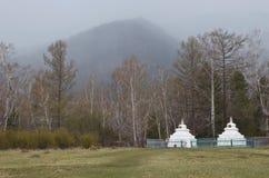 Arshan, Ru 5月, 02 2014年:佛教stupa,建筑建筑,头脑自然,启示的标志 寺庙修道院, Buryati 库存照片