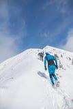 Arshan, Rússia - 04 2015: Um grupo de homens que skyrunning que corre com Foto de Stock