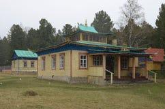 Arshan, Ru-mayo, 02 2014: Hoymorsky Bodhidharma datsan - monasterio del templo budista en el pueblo de Arshan en Buriatia Imagen de archivo libre de regalías