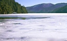 Artère de Treking le long de lac de glace en Shangri-La Image libre de droits