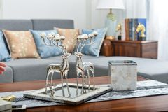 Artículo decorativo de los ciervos decorativos de la sala de estar pequeño imagenes de archivo