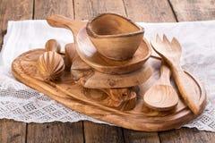 Artículos de cocina de madera verde oliva fotografía de archivo