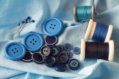 Artículos de la mercería azules Foto de archivo libre de regalías