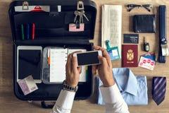 Artículos de las organizaciones del hombre de negocios para el trabajo de oficina Fotografía de archivo