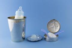 Artículos de lujo del bebé en fondo azul claro Imagen de archivo libre de regalías