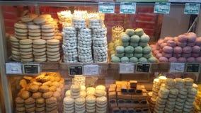 Artículos de panadería en la alameda de Wangfujing en Pekín, China fotos de archivo