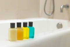 Artículos de tocador en cuarto de baño Fotos de archivo libres de regalías