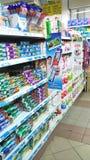 Artículos de tocador en el supermercado Imágenes de archivo libres de regalías