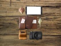 Artículos de Tourlist fijados dispuestos en el piso Fotografía de archivo libre de regalías
