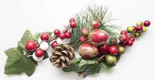 Artículos decorativos de la Navidad sobre el fondo blanco Foto de archivo libre de regalías