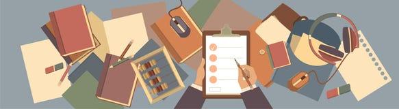 Artículos en el hombre de negocios de escritorio Imágenes de archivo libres de regalías