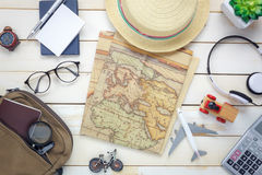 Artículos esenciales del viaje El árbol del cuaderno del bolso de la calculadora Foto de archivo