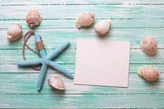 Artículos marinos y Empty tag en fondo de madera de la turquesa Fotografía de archivo libre de regalías