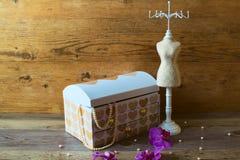 Artículos para el hogar útiles para almacenar la joyería Moda y estilo fotos de archivo libres de regalías