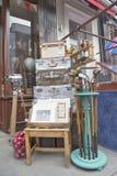 Artículos para la venta en camino del portobello foto de archivo libre de regalías