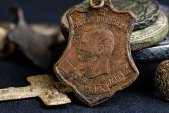 Artículos personales religiosos de la gente del siglo XVIII, el icono de Nicholas 2 con la inscripción de dios del zar Imágenes de archivo libres de regalías