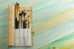 Artístico, artista, arte Brochas usadas del artista Imágenes de archivo libres de regalías