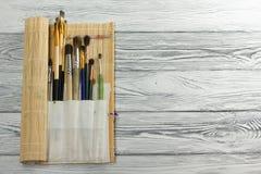 Artístico, artista, arte Brochas usadas del artista Fotos de archivo libres de regalías