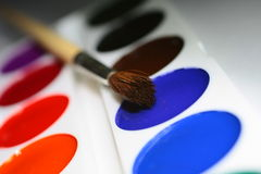 Art. Painters white pallette and paints with painters brushes Royalty Free Stock Photography