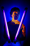 Art au néon de visage de portrait UV courageux d'homme, énergie lumineuse du feu Photo stock