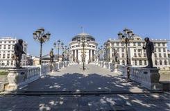 Art Bridge in Skopje, Mazedonien lizenzfreie stockbilder