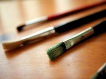Art Brushes voor Water het Kleuren op Houten Lijst met Bokeh royalty-vrije stock foto's