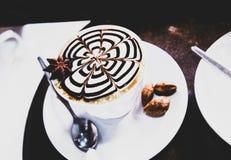 Art chaud de latte de cappuccino de café, café chaud bon avec la vue supérieure photographie stock libre de droits