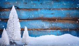Art Christmas-achtergrond met Kerstbomen Stock Fotografie
