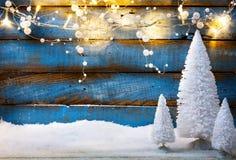 Art Christmas-achtergrond met vakantielicht en Kerstbomen Stock Afbeelding