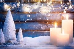 Art Christmas-achtergrond met vakantielicht en Kerstbomen Stock Fotografie