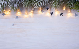 Art Christmas-boom lichte Achtergrond met Br van de Vorstspar Royalty-vrije Stock Afbeeldingen