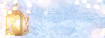 Art Christmas Holidays-Licht auf Schneehintergrund Lizenzfreies Stockbild
