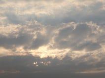 Art Cloud Sky durch The Sun Lizenzfreies Stockfoto