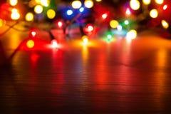 Art Colorful-Lichter auf rotem Hintergrund Lizenzfreie Stockfotos