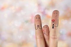 Art conceptuel de doigt de famille Le père et le fils donnent à des fleurs sa mère Image courante Photos stock