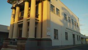 Art déco maçonnique de hall constituant dans Mackay, Australie, inclinaison clips vidéos