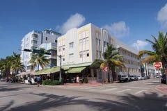 Art déco y palmeras en Miami Beach, la Florida fotos de archivo libres de regalías