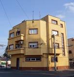 Art déco, bloque de apartamentos de Bucarest, Rumania Fotos de archivo libres de regalías