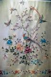 Art de broderie de Guangdong, châle de modèle de papillon de fleur de Caragana images libres de droits