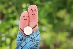 Art de doigts des couples heureux Le concept d'un homme et d'une femme sur la pilule Photo libre de droits