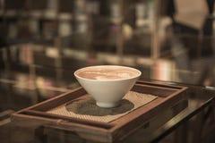 Art de latte de café dans la chambre de livre Photos libres de droits